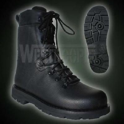 BW-KAMPFSTIEFEL MODELL
